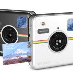 Polaroid Socialmatic – schwarz und weiß eng angewinkelt © Polaroid